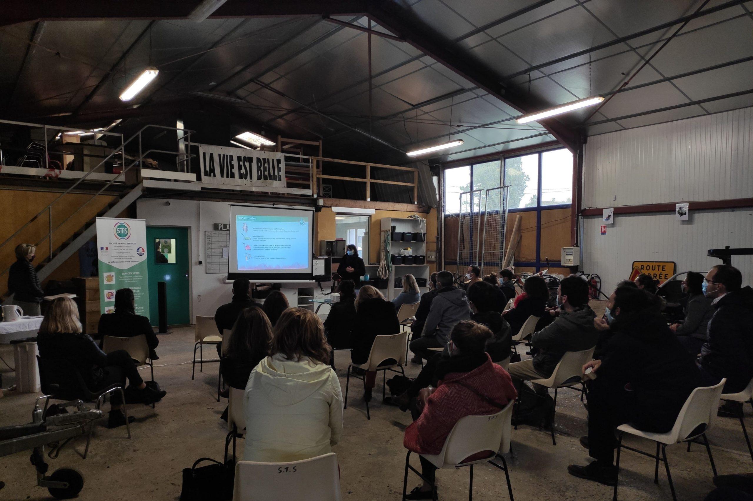 Photo de la rencontre avec des représentants des classes ULIS du département